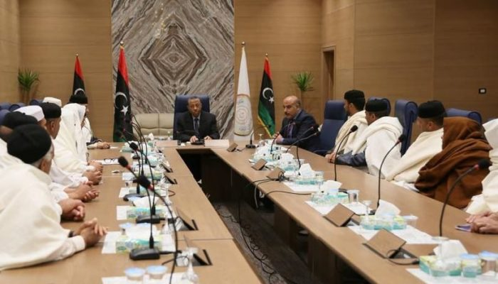 رئيس الحكومة يلتقي وفدا من أعيان ومشائخ بلدية القواليش